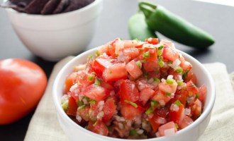 A fresh salsa so easy to make.