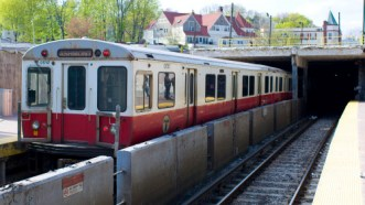 Red_Line_1700s_at_Ashmont
