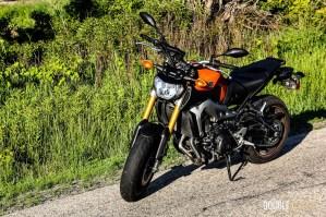 2015 Yamaha FZ-09 front 1/4