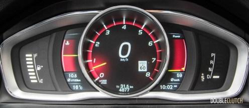 2015 Volvo V60 T6 R-Design Performance cluster