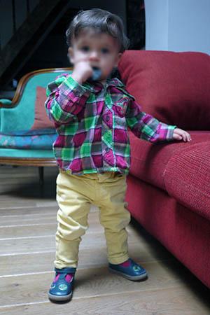 Jean Zara, chaussures Pom d'Api, chemise Catimini