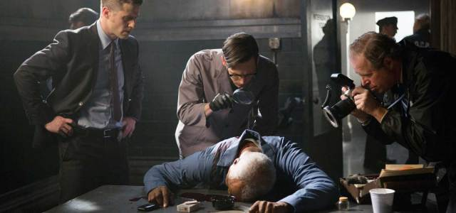 Jim Gordon is back on the beat in Gotham tonight and investigates the death of a witness inside the station house – and quickly realizes that it's an inside job. […]