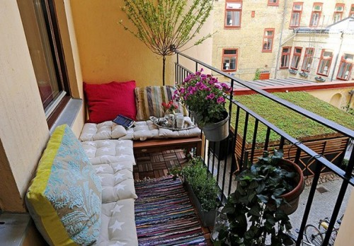 http://www.shelterness.com/25-cozy-balcony-decorating-ideas/