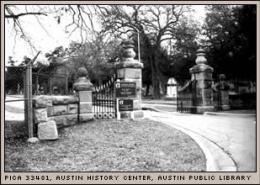 oakwood-cemetery-entrance