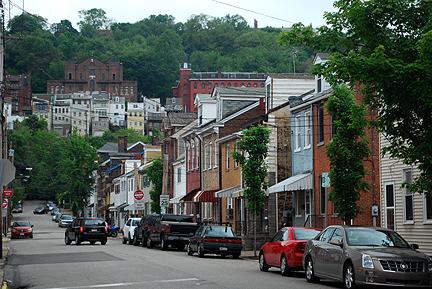 street-in-polish-hill-4