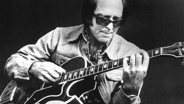 Jazz guitar legend Howard Roberts