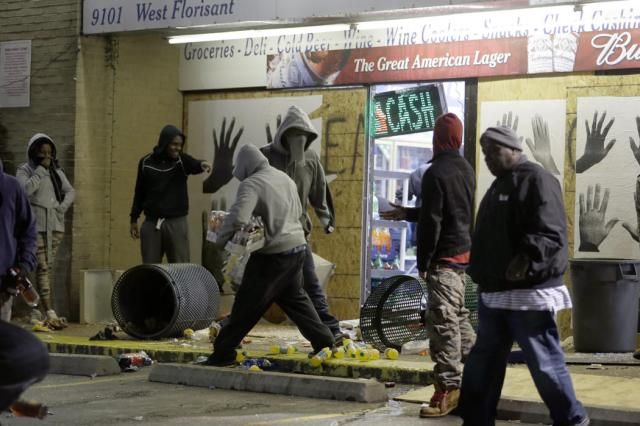Ferguson Rioting 10