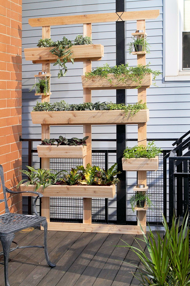 The best diy vertical gardens for small spaces for How to build a vertical pallet garden
