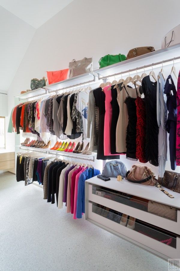 Design garderobekast slaapkamer met modulaire inrichting.