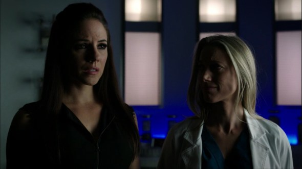 Bo and Lauren in lab in 44 Minutes to Save the World