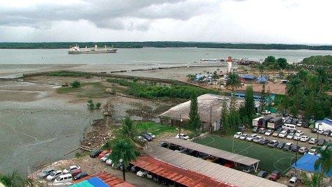 Menschenrechtsaktivsten wehren sich gemeinsam mit Einheimischen gegen den Hafenausbau von Buenaventura. Das kann riskant werden. Wer sich gegen den Staat und seine wirtschaftlichen Interessen stellt, lebt in Kolumbien gefährlich. Bild: WDR.