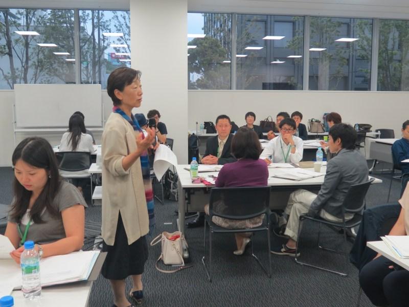 「アメリカン・エキスプレス・サービス・アカデミー」で社会起業家に講義する石川さん