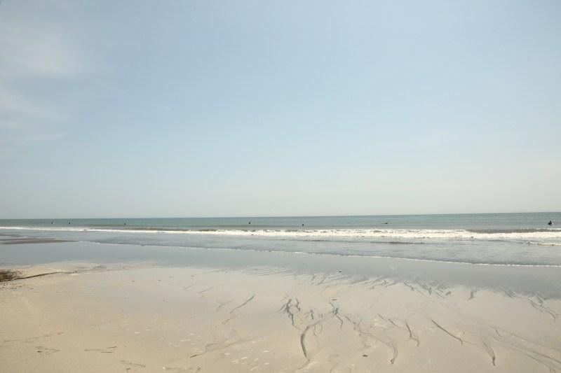 太平洋に面しており、サーフィンスポット「浜厚真」として知られます。