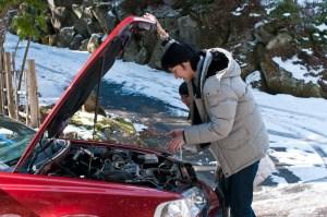 車のエンジンオイルがなくなると危ない!?入れ過ぎにも注意!