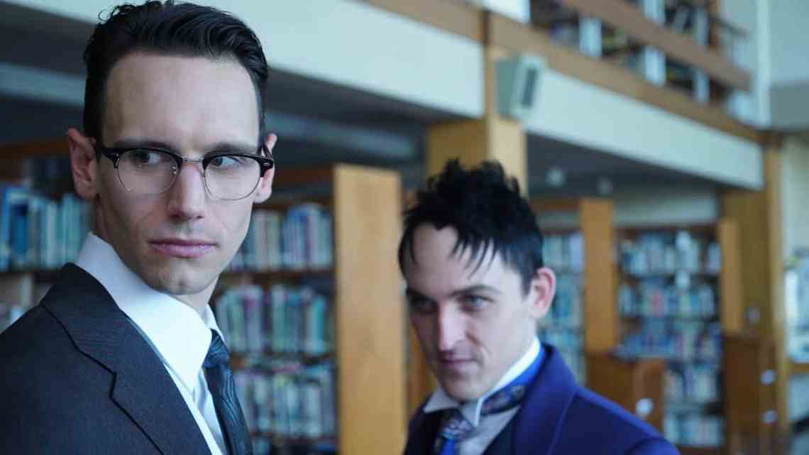 "GOTHAM: R-L: Robin Lord Taylor and Cory Michael Smith in the ""Mad City: Follow the White Rabbit"" episode of GOTHAM airing Monday, Oct. 24 (8:00-9:01 PM ET/PT) on FOX. ©2016 Fox Broadcasting Co. Cr: Nicole Rivelli/FOX."