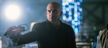 "DC's Legends of Tomorrow --""Doomworld""-- LGN216a_0280.jpg -- Pictured: Dominic Purcell as Mick Rory/Heat Wave -- Photo: Dean Buscher/The CW -- © 2017 The CW Network, LLC. All Rights Reserved"