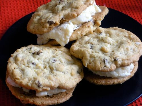 Amaretto Ice Cream Cookie Sandwiches--Duo Dishes