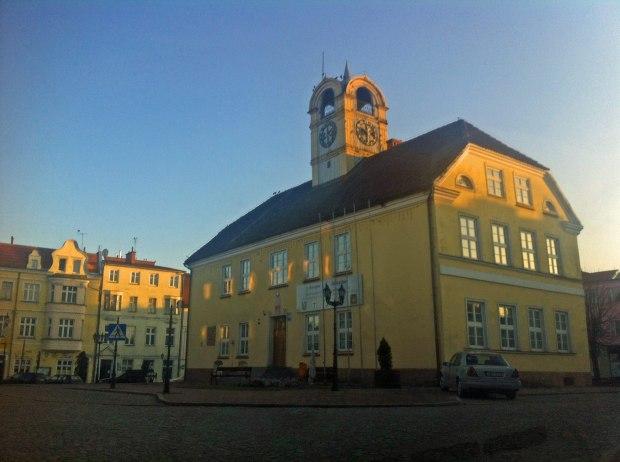gorowo-ilaweckie--landsberg-ratusz-rynek-polskie-drogi-warmia-mazury