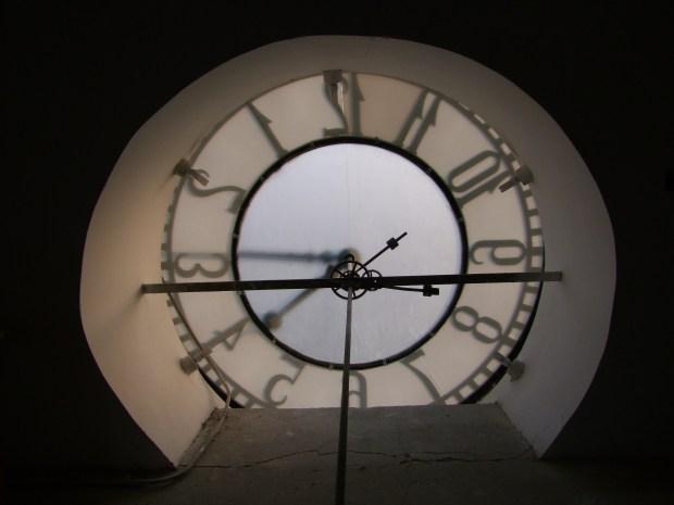 tarcza-zegara-olsztyn-ratusz-wieza-od-drugiej-strony-zwiedzanie
