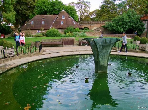 parki-w-londynie-holland-park-kensington-chelsea-piekne-atrakcje-stolicy-wlelkiej-brytanii-09
