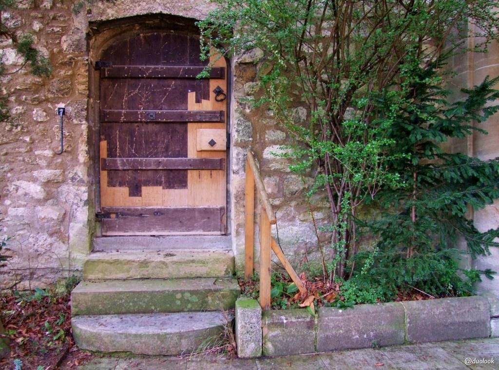 Alicja w Krainie Czarów brama do ogrodu