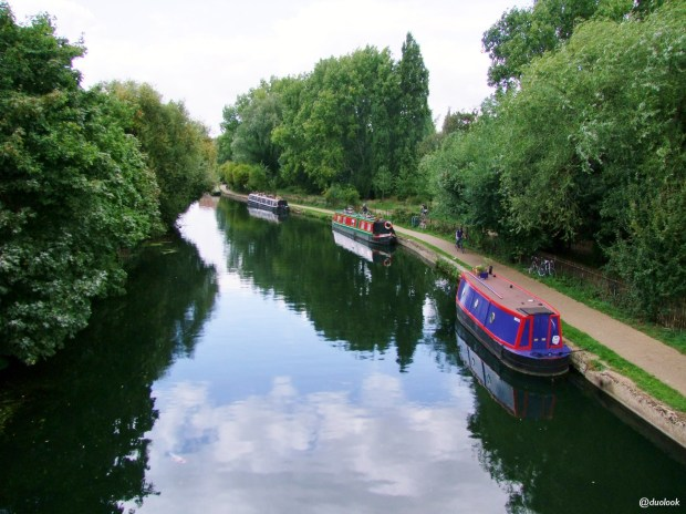 poswojemu-barki-w-londynie-kanaly-lee-navigation-canal-mieszkanie-na-barce-anglia