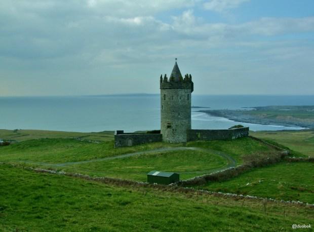 doolin- Doonagore-Castle-zamek-wild-atlanltic-way-irlandia-naturalne-atrakcje-17
