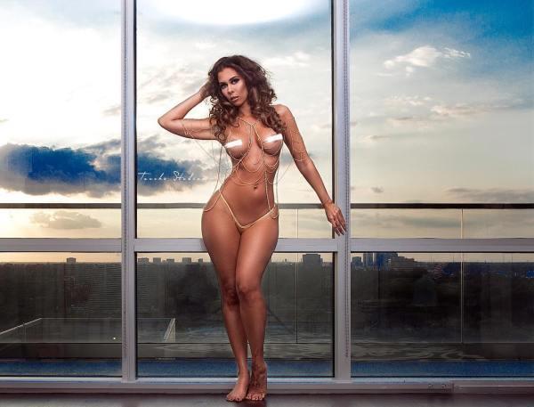 Laure Dore: Rooftop NYC - Jose Guerra