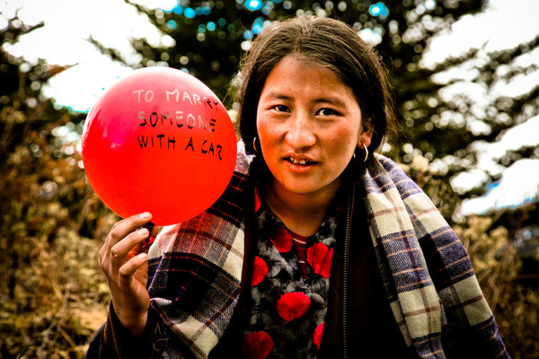 balloons-of-bhutan-by-jonathan-harris-02