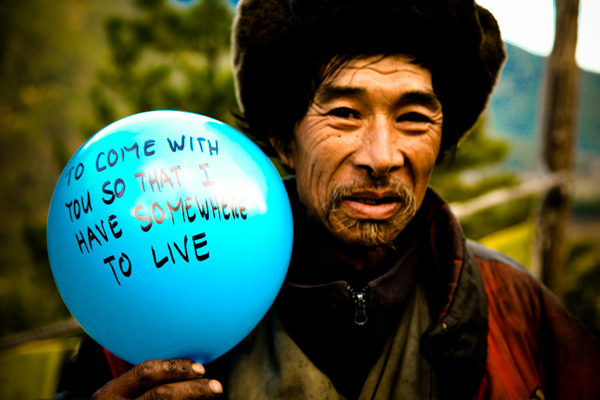 balloons-of-bhutan-by-jonathan-harris-07