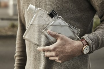 MemoBottle - Minimalist flat water bottle by Jesse Leeworthy - 01
