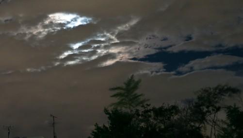 雲間から月明かり-2