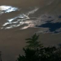 雲間からの月明かり
