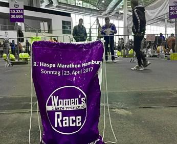 Hamburg Marathon Womens Race Kleiderabgabe
