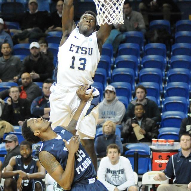 Aj Merriweather dunks over defender (Photograph by Garrett Tumlin/ East Tennessean)