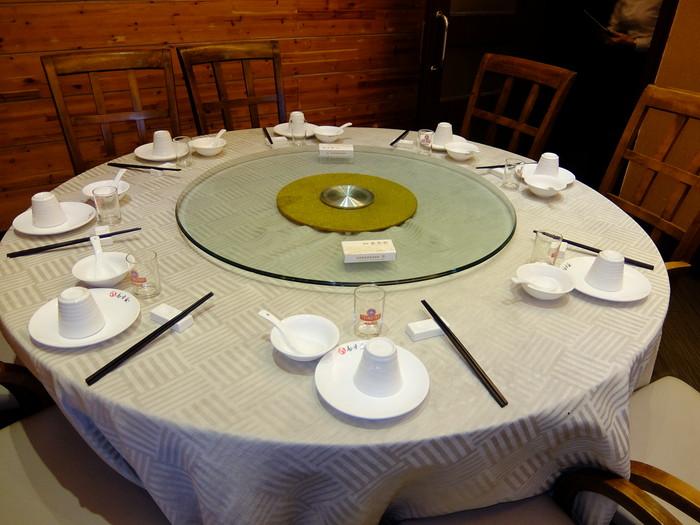 鑫客家のテーブル