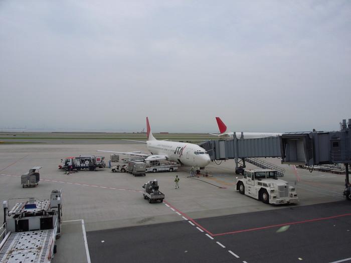 搭乗する飛行機