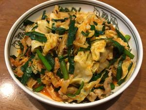 豚ニラキムチ炒め(キャベツ入り)