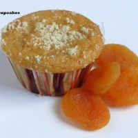 Eggless and sugarless whole wheat apricot cupcakes/muffins