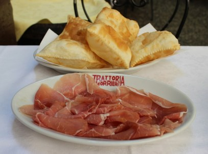 ... as I was in Parma, I had prosciutto di Parma with my torta fritta :)