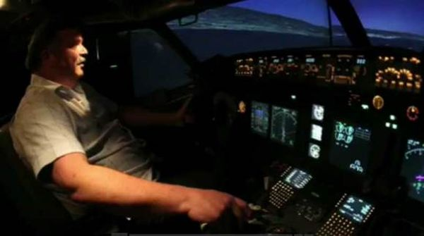 Boeing 737 Flight Simulator Sits In California Man's Garage