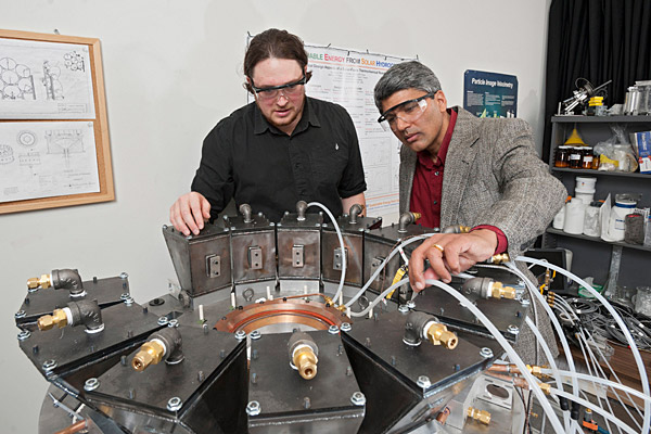 Doctoral student's novel solar reactor may enable clean fuel derived from sunlight