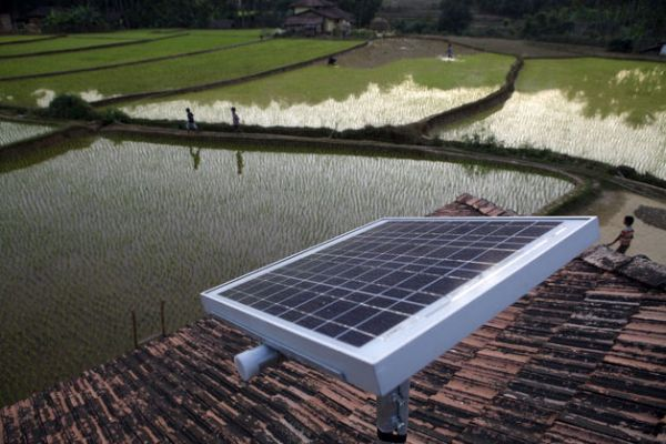 Farmers Foil Utilities Using Cell Phones to Access Solar
