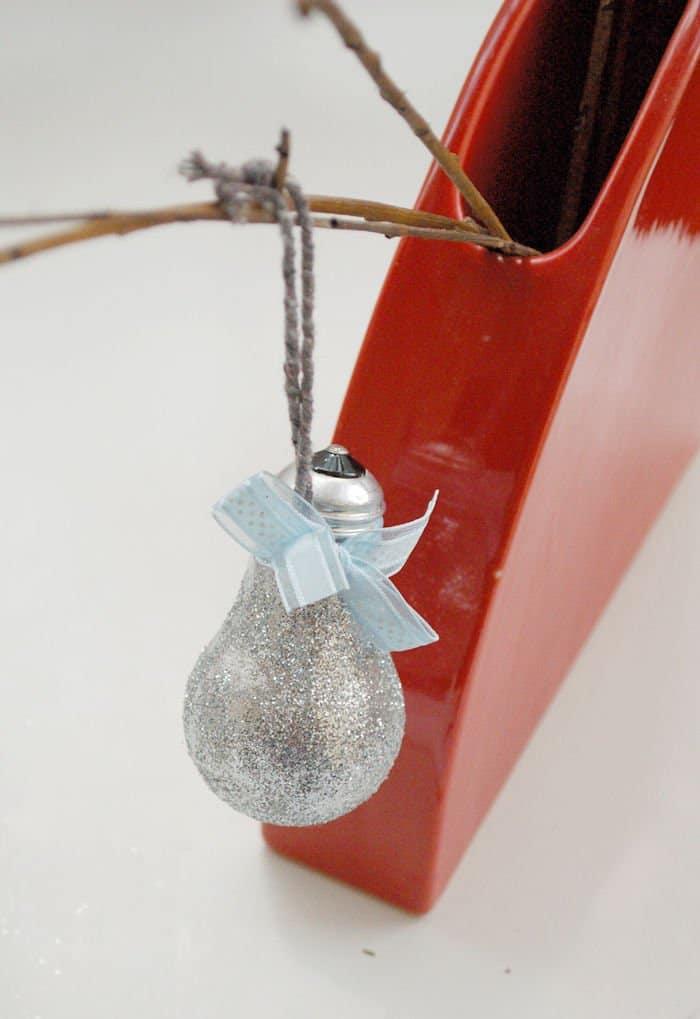 reciclaje de bombilla adorno navideño