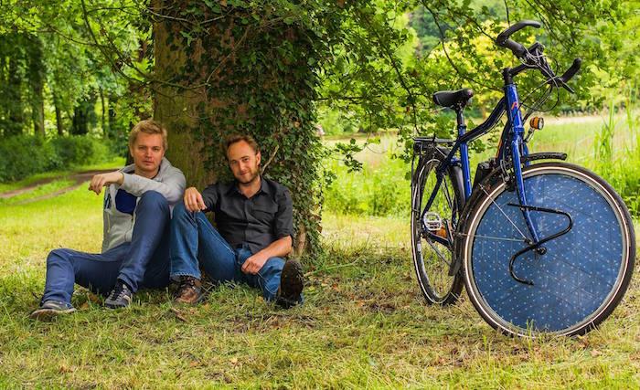 bicicleta eléctrica funciona con energía solar