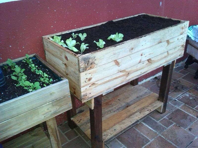 Como hacer una mesa de cultivo con palets - Como hacer una mesa de ordenador ...