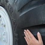 Revolution am Automarkt – Reifen erzeugt Strom