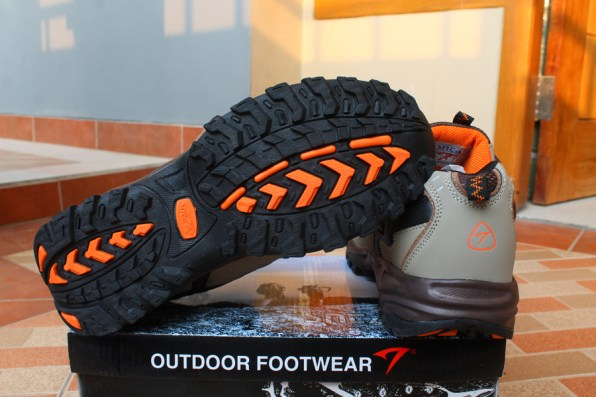 memilih sepatu gunung