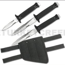 "Rc-326-3 3Pc Dagger Set (2) Bb5Myld99O 7"" & 6"" Nuyw1Bo With Case Ayeuiu56 Hlbv23Rt 3Pc Dagger Set. Double Edge Stainless Steel Blade. Rubber Handle. (2) Knives 7"" Overall & (1) 6"" Overall K94Nfnjil With Carrying Swp3Ppkm Case."