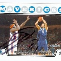 Dirk Nowitzki Autographed Basketball Card (Dallas Mavericks) 2008 Topps #41